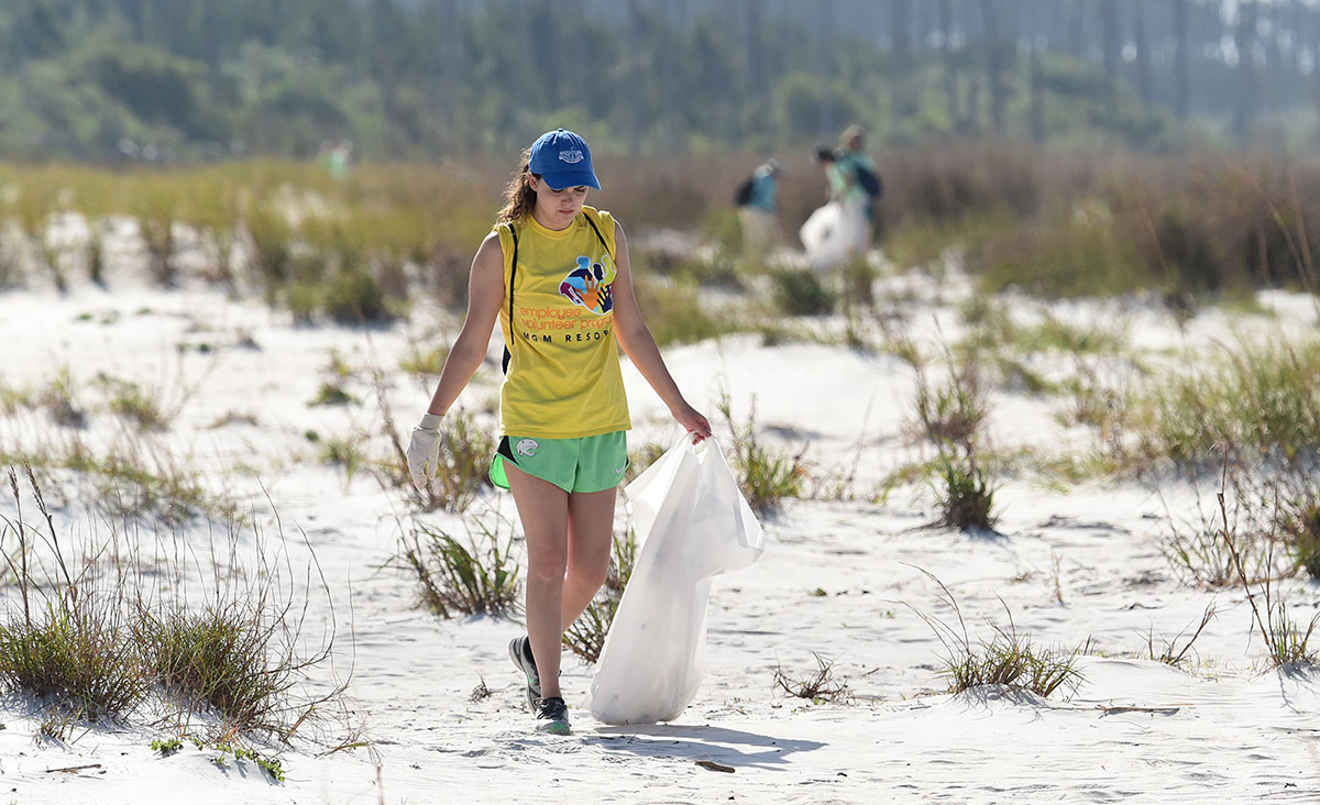 Renew Our Rivers volunteer cleanup at Deer Island