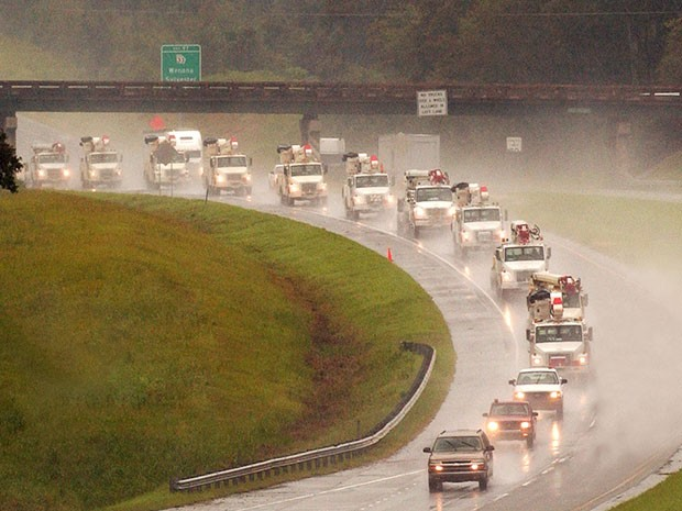 Georgia Power bucket trucks traveling on highway to support Hurricane Florence relief efforts